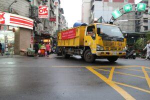 Nejsmradlavější a nejhlučnější z Taiwanských auto. Auto na zbytky jídla…